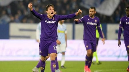 La Fiorentina prima rischia, poi acciuffa il pari con Chiesa