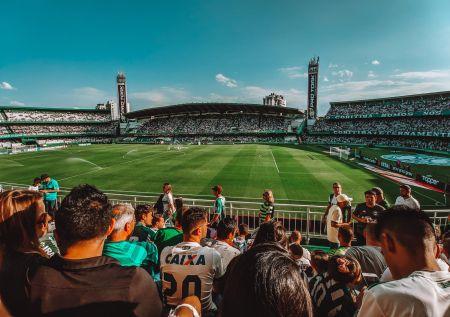 7 storie bizzarre di squadre di calcio con sponsor assurdi